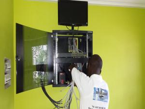 Installation baie Equipe Technique TECACOM Cameroun